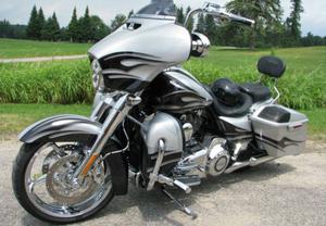 Harley Davidson FLHXSE2 CVO Street Glide